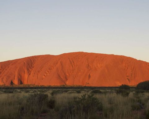 Ayers-Rock-01