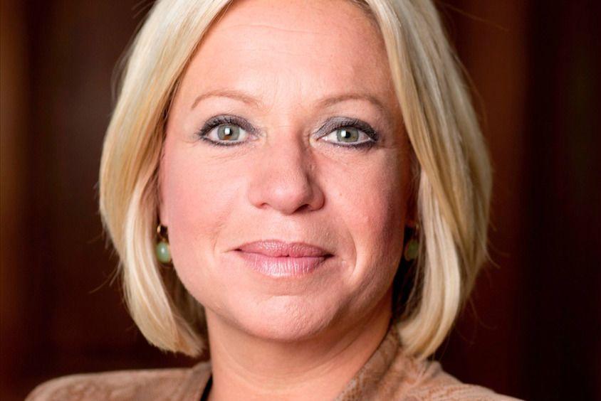 Jeanine-Hennis-treedt-af