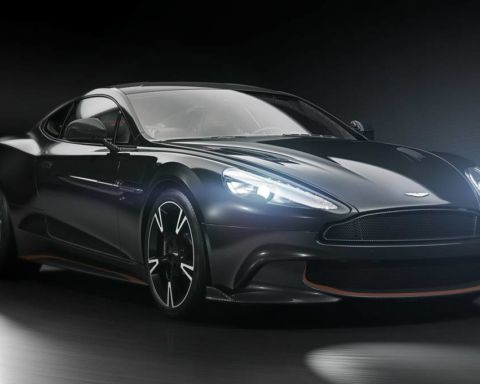 Aston_Martin-Vanquish-S-Ultimate-01