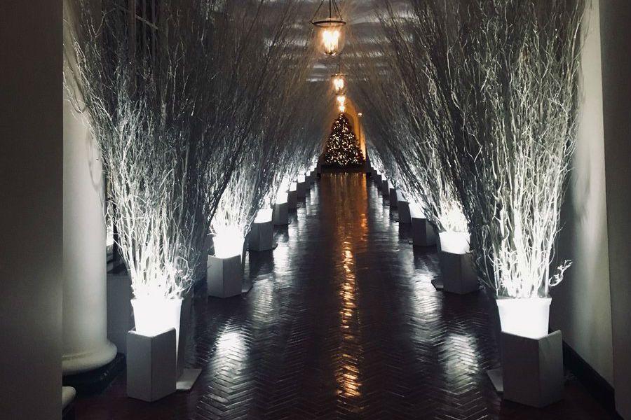 Witte Kerst Huis : Het witte huis ziet er tijdens kerst als een horrorfilm uit bernie